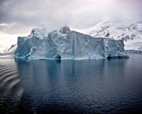 Bemötande - toppen och botten av isberget - Psykolog Lina Bodestad